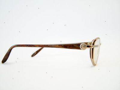 2c80b9d2d001 Sådan justeres briller – E2H